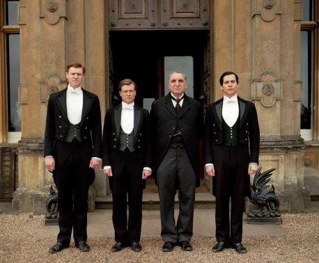 DOWNTON ABBEY Series 4 Please Credit Photographer Nick Briggs/ Carnival. Pictured MATT MILNE as Alfred, ED SPELEERS as Jimmy, JIM CARTER as MR Carson and ROB JAMES-COLLIER as Thomas.